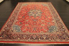 Beautiful Persian carpet, Sarough Saruk, 213 x 305 cm, made in Iran at the end of the 20th century