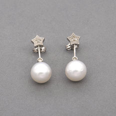White gold earrings with brilliant cut diamonds and Australian South Sea pearls