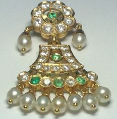 Gold pendant with emeralds, cultured pearls and zirconias # no reserve #