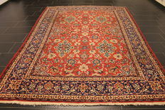 Antique fine handwoven Persian carpet  Isfahan Esfahan 218 x 306cm, Made in Iran around 1930, old rug carpet. Tapis, Tappeto. Very fine cork wool, plant colours.