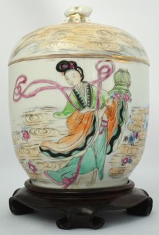 Porcelain vase with cover with decoration of woman with flower basket and many characters - China - first half 20th century