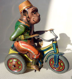 Arnold, US Zone Germany - Length approximately 9 cm-Tin Monkey on tricycle with clockwork motor, 1950s