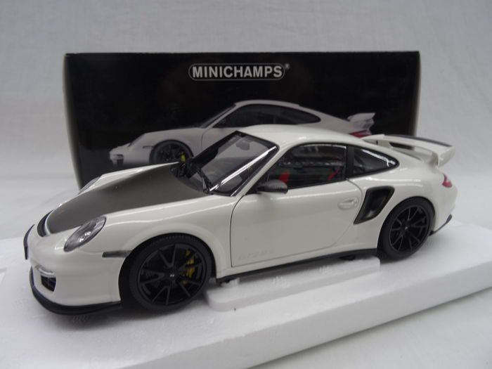 minichamps scale 1 18 porsche 911 gt2 rs 2011 white with black wheels catawiki. Black Bedroom Furniture Sets. Home Design Ideas