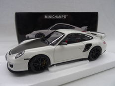 Minichamps - Scale 1/18 - Porsche 911 GT2 RS 2011 - White with black rims