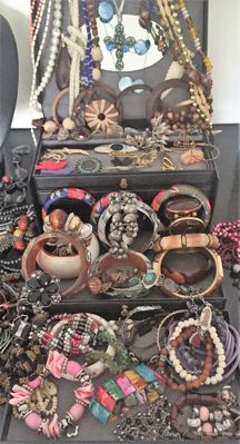 Collection - lot of jewellery,more than 120 pieces