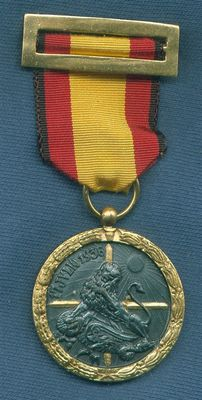 Spain.  Campaign Medal Civil War 1936-1939.  Ribbon with black edges for Vanguard. With original box and cellophane.  Variation 1. Model awarded to Condor Legion.