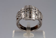 White gold ring with diamonds totalling 4.5 ct