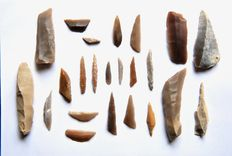 Lot with 23 tools and spearheads from the Capsien of Tunesia - 17 - 6 mm (23)