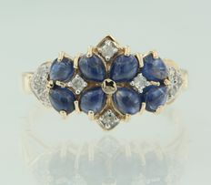 14 kt bi-colour gold ring set with sapphire and diamond