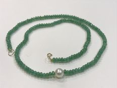 Emerald necklace with pearl and gold