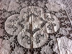 Rectangular tablecloth in pure linen - pillow lace embroidery - cream colour - Burano - 20th century