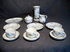Meißen - ten-piece coffee set, motif: scattered flowers.