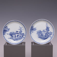 A pair of beautiful blue white porcelain plates - Nanking Cargo - Chine - mid 18th century
