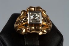 Golden ring (18 kt) with diamond (0.50 ct)