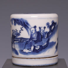 Beautiful blue and white porcelain shaving brush holder, decoration of figures in a landscape – China – around 1900