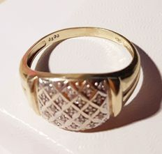 585 gold ring 2.5g with white diamonds