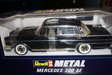 Revell – Scale 1/18 – Mercedes-Benz 300 SE Heckflosse Type W111, 1959 – Colour black, including roof part