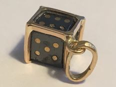 Dice Pendant in Black Diamond of 4.39 ct and 18 kt Gold.