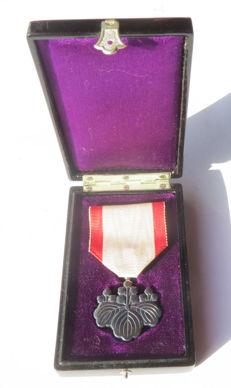 Japanese Order of the Rising Sun, silver, 8th Class, with original black lacquer box