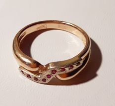 585 gold ring with rubies – Weight: 4 g