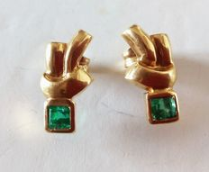 Yellow gold earrings set with square-cut emerald gemstones of 0.30 ct.