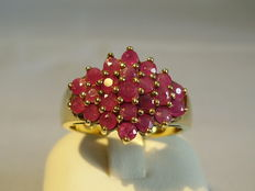 A ruby cluster ring with 1.10 ct faceted rubies