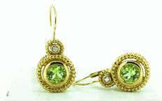 Gold earring with peridot