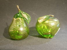 Ferro Lorenzo (Murano) - Glass apple and a glass pear with glass foil