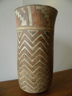 Pre-Colombian cylindrical flaired Nazca vase made of terracotta - height 20 cm