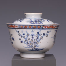 "Nice blue white and polychrome decorated porcelain bowl, with the decoration ""three friends"", bamboo, pine tree and prunus - China - ca. 1900, marked Yongzheng."
