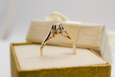 14k rose gold ring 3.57 grams with white gold crown.