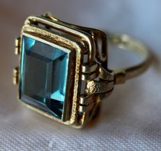 Vintage Ring with step cut and marine color Tourmaline spinel of approx. 12x9,6mm