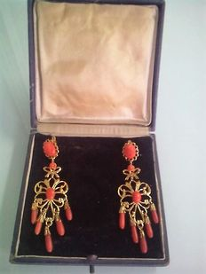 Long earrings with coral cameos, Spain