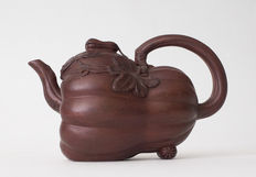 Yixing style teapot in the shape of a calabash – China – end 20th century