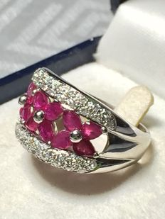 Ring in 18 kt gold with rubies and 0.84 ct diamonds – size 17 mm