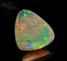 Multicolor flashes - Velo Opal cab - 1,3 x 1,0 x 0,4 cm - 0,4gm - 2 ct