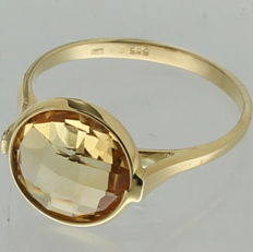 Yellow gold 14 kt solitaire ring with citrine.