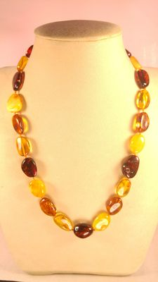 Baltic amber necklace and bracelet, 49gr