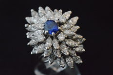 Exclusive 18 kt white gold fantasy ring with diamonds and sapphires.
