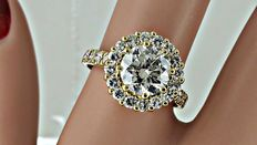2.60 ct round diamond engagement halo ring in 14 kt yellow gold - size 7