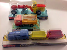 Dinky Toys -Various scales - Lot with Road Grader No.963, Ford D800 Tipper Truck No.438 and Goods Train Set No.784