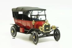 Motor City Classics - Schaal 1/18 - Ford Model T Softtop Roadster 1915 - Rood