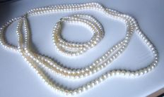Pearl necklace, 3 rows plus 3 row bracelet with 585 gold lobster clasp