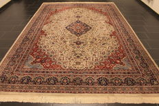 Magnificent hand-knotted oriental carpet, Indo Nain, 250 x 370 cm, made in India at the end of the 20th century