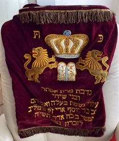 Very nice Torah mantle (cover), 59 years old. probably made in Israël for a Belgian family who dedicated it to a Synagoge.