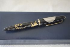 Sailor Maki-E fountain pen with torpedo shape and special Fude de Mannen nib