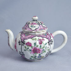Famille rose porcelain Teapot - China - 18th Century