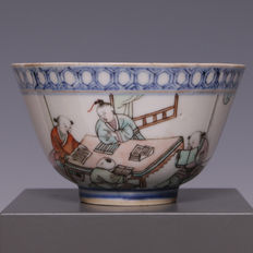 Nice, polychrome decorated porcelain bowl, schoolboys with textbooks - China - ca. 1900.