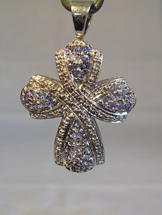 Cross pendant with tanzanites approx. 1.4ct.
