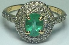 Gold ring with diamonds and emerald. No reserve.